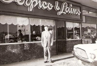 Agust Laino voor winkel